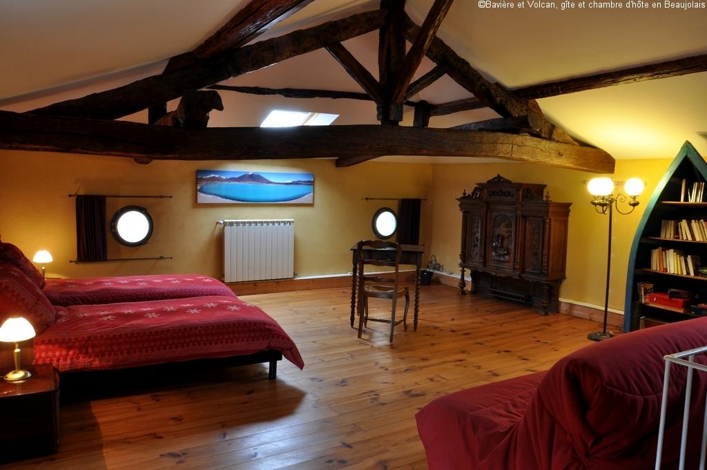 Bavière-et-volcan-en-Beaujolais-gîte-de-caractère-chambre-hôtes-charme-Maison-de-vacances 40