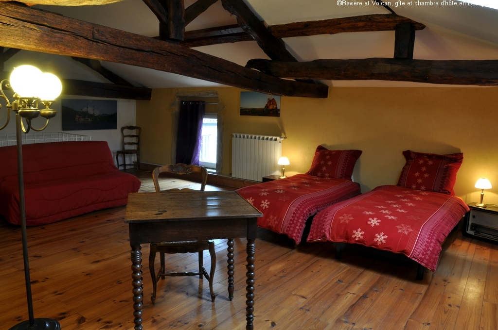Bavière-et-volcan-en-Beaujolais-gîte-de-caractère-chambre-hôtes-charme-Maison-de-vacances 42