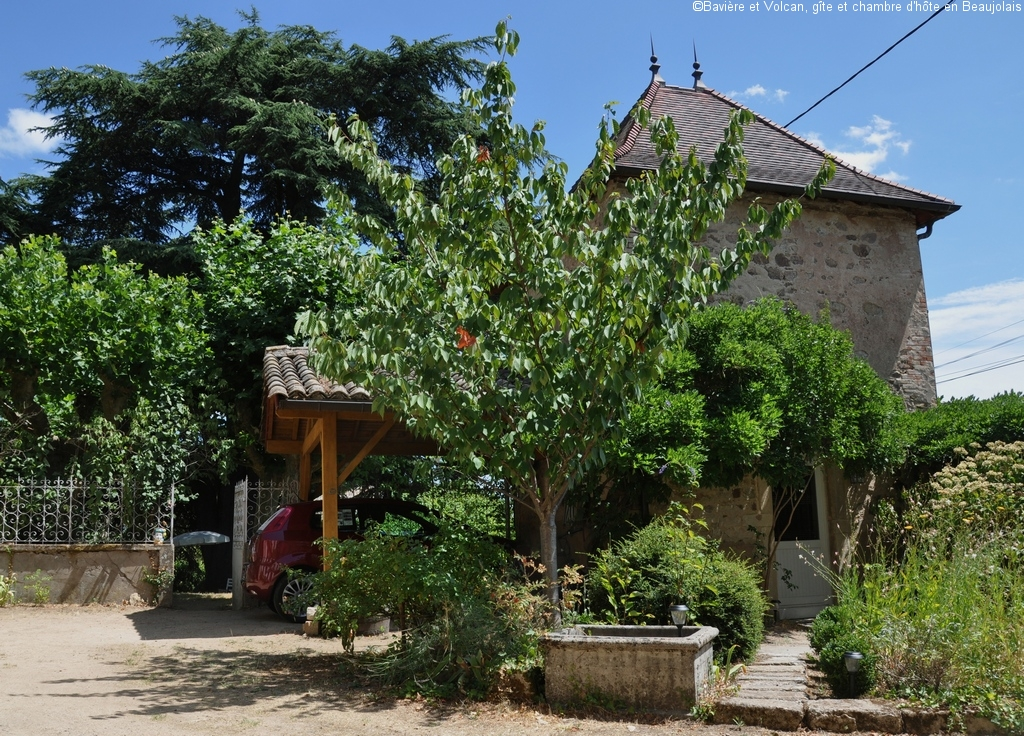 Baviere-volcan-Beaujolais-character-holiday-cottage-Tower-Bed-and-Breaksfast-charme-tour-4-stars ( (100)