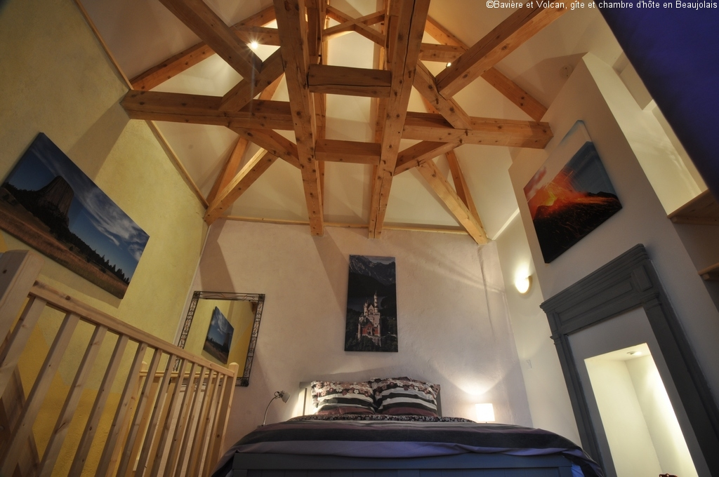 Baviere-volcan-Beaujolais-character-holiday-cottage-Tower-Bed-and-Breaksfast-charme-tour-4-stars ( (101)