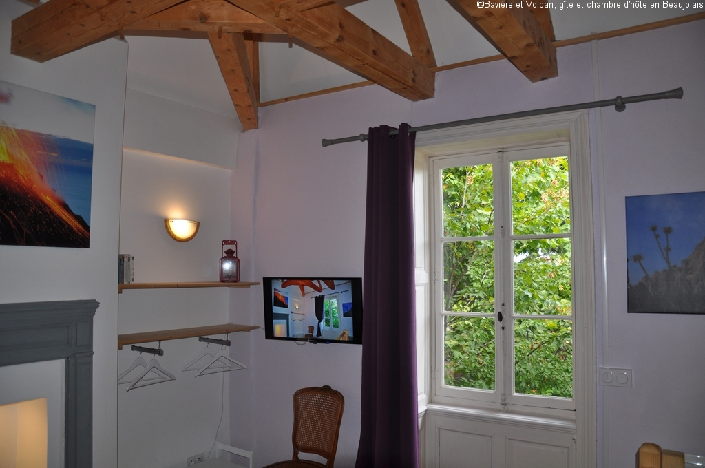 Baviere-volcan-Beaujolais-character-holiday-cottage-Tower-Bed-and-Breaksfast-charme-tour-4-stars ( (115)