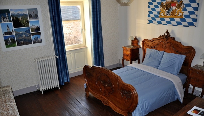 Baviere-et-volcan-en-Beaujolais-character-holiday-cottage-Tower-Bed-and-Breaksfast-charme (102)