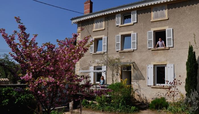 Ferienhaus-charakter-gastezimmer-charme-sudburgund-beaujolais-Baviere-et-volcan FerienHaus Frankreich