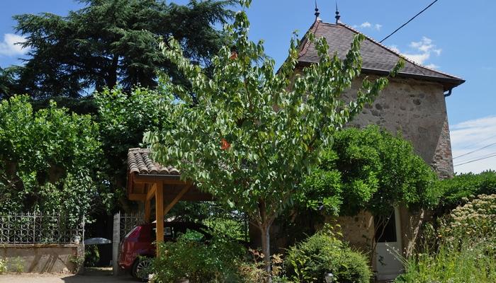 Ferienhaus-charakter-gastezimmer-charme-sudburgund-beaujolais-Baviere-et-volcan Romantik Turm