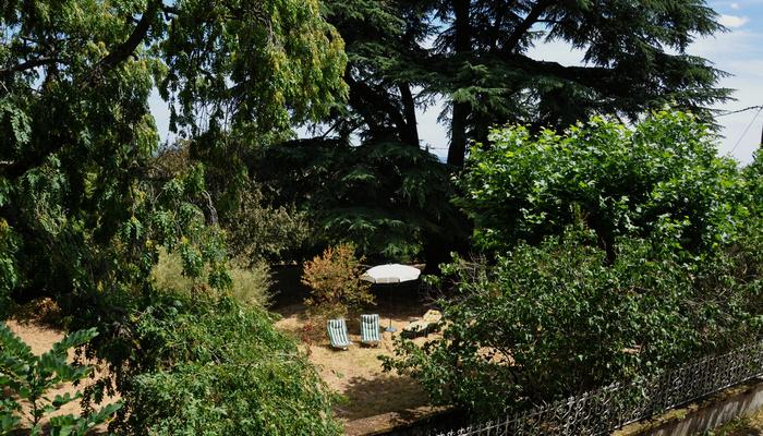 Ferienhaus-charakter-gastezimmer-charme-sudburgund-beaujolais-Baviere-et-volcan Garten Parc